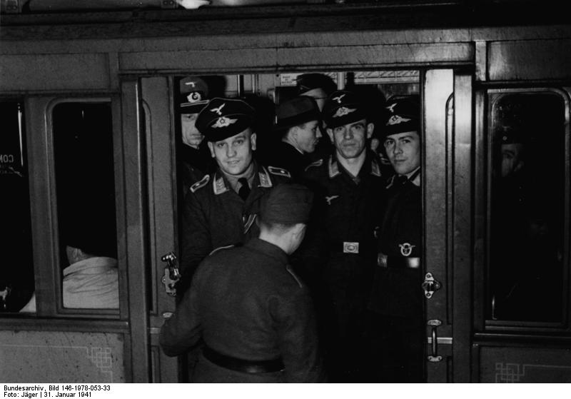 German soldiers on the Metro (Bundesarchiv)